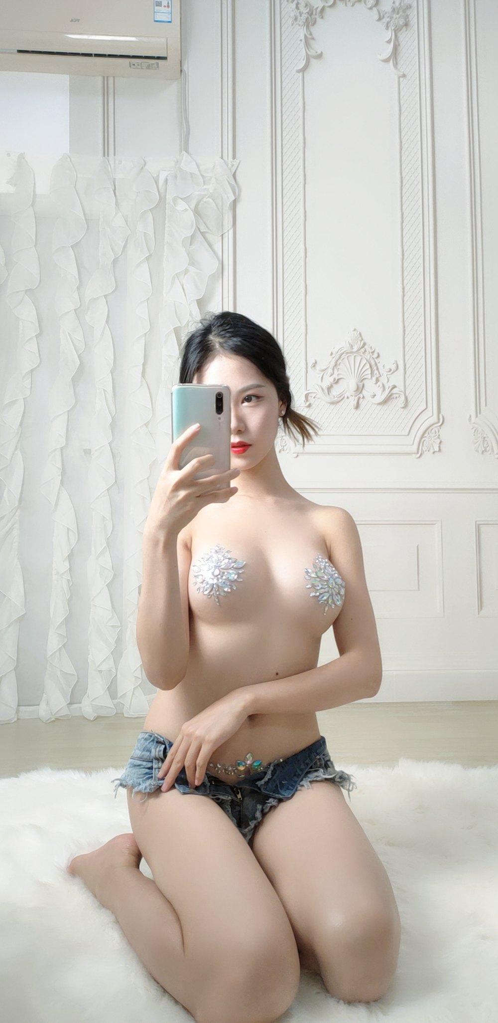 微博人气Coser@抖娘-利世 水晶自拍 [27P] -第1张